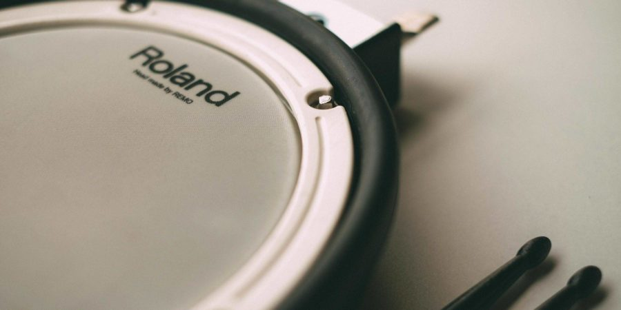This review shows how to choose the best drum practice pad.